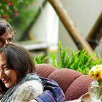 Romantik Typ Test: Sind Sie romantisch veranlagt? Paar draußen auf der Couch.