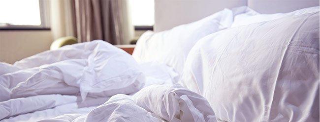Vorspiel in der Statistik durch leeres Bett kurz nach dem Aufstehen dargestellt