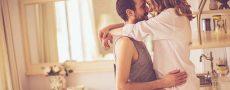 Nähe-Distanz-Problem: Mann und Frau umarmen sich