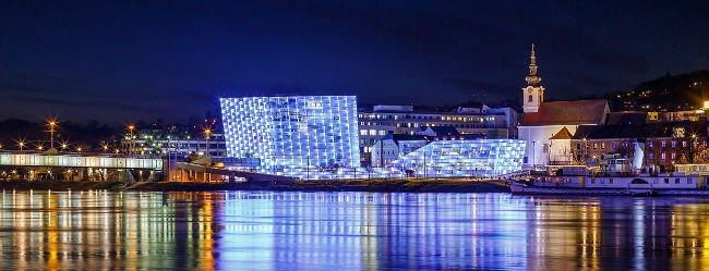 Panorama von Linz bei Nacht als Motivation um Singles zu daten
