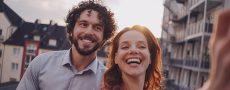 """Mann und Frau sind glücklich - als Symbol für """"Ist er der Richtige?"""""""