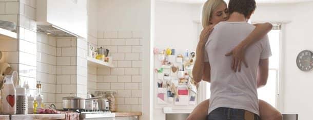 Sexleben: Mann und Frau gemeinsam in der Küche