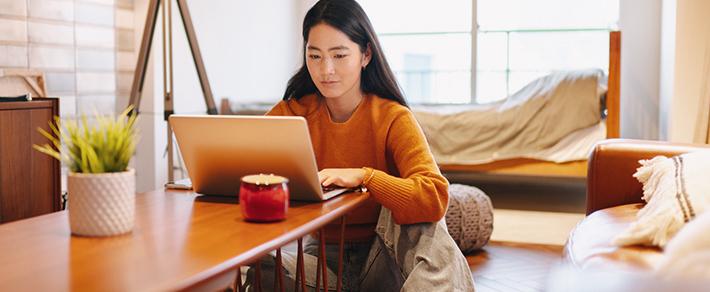 Frau bei der Partnersuche international in Asien