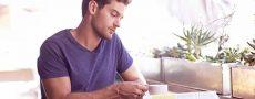 Mann auf der Suche nach Seiner Traumpartnerin macht sich Gedanken über seine Anforderungen
