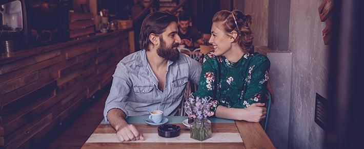 Zwei Singles in Hamburg haben ein Date