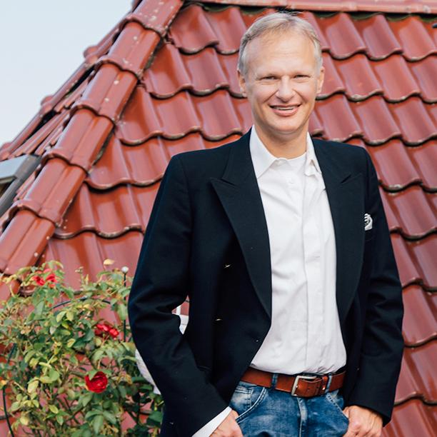 Ganz schick zeigt sich Single Peter vom Timmendorfer Strand im Anzug. Jetzt kennenlernen!