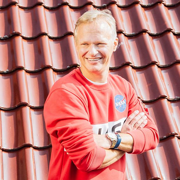 Single Peter vom Timmendorfer Strand zeigt sein strahlendes Lächeln. Jetzt kennenlernen!