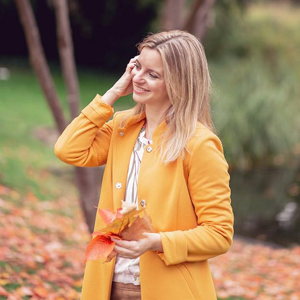 Single Anika aus Essen genießt das Wetter im Herbst. Jetzt kennenlernen!