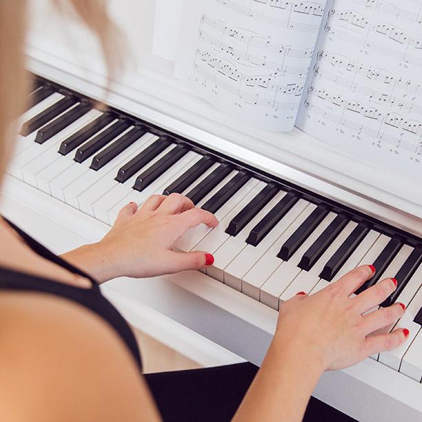 Klavierspielen gehört zu den Talenten von Single Anika aus Essen. Jetzt mehr lesen!