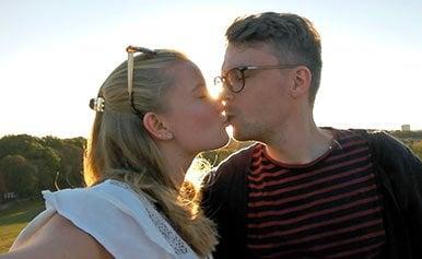 Ein Kuss und es war geschehen: Die ElitePartner-Erfolgsgeschichte von Tina und Werner