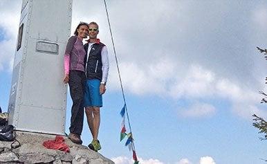 Auf einem Berggipfel küssten Erfolgspaar Adriana und Josef sich zum ersten mal